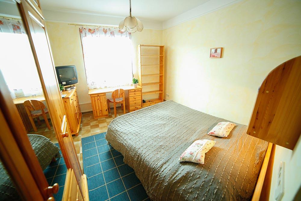 Zimmer 11 im Gästehaus Huss - Blick Richtung Fenster