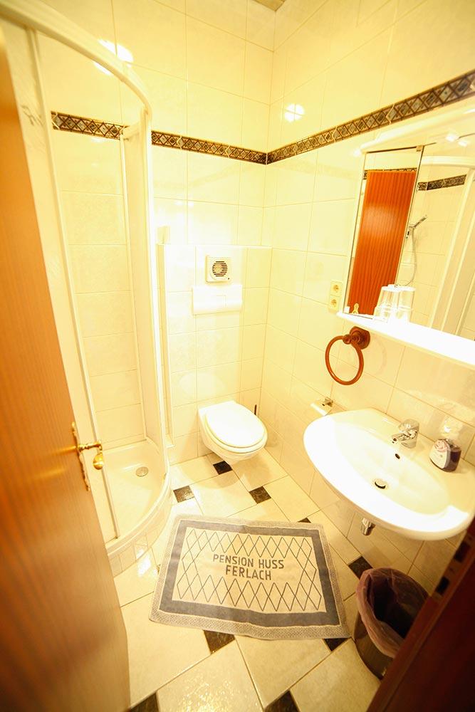 Zimmer 11 im Gästehaus Huss - Blick in das Badezimmer
