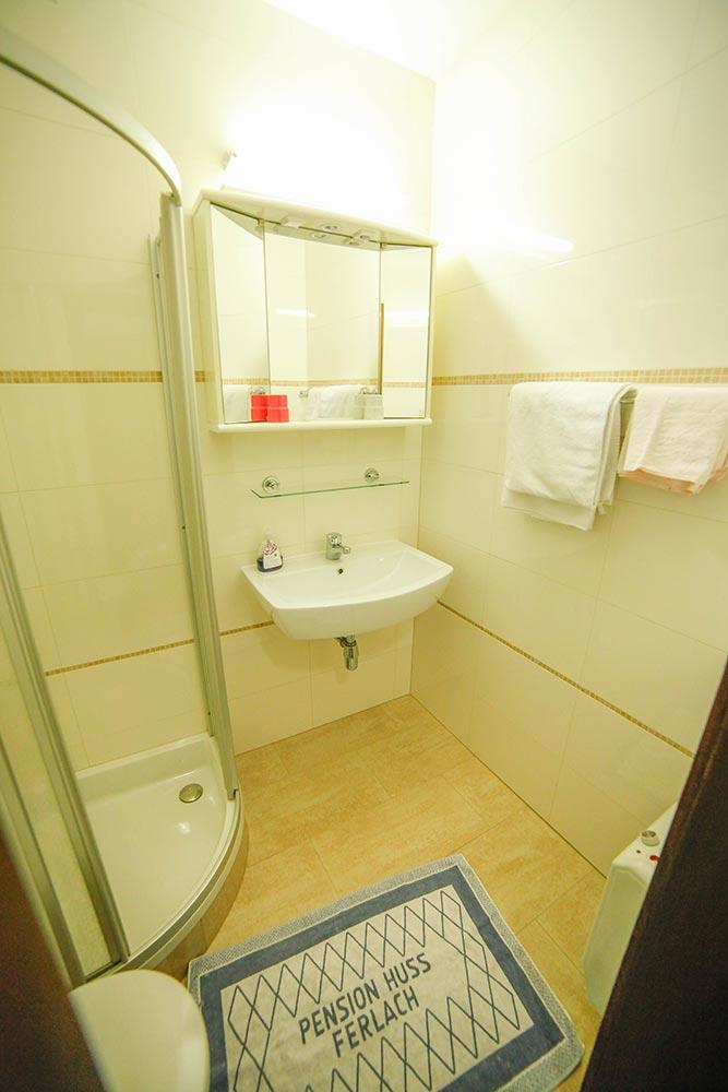 Zimmer 5 im Gästehaus Huss -Dass Badezimmer