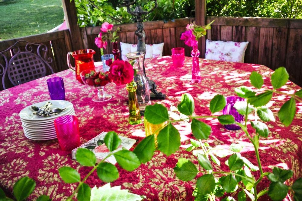 Gaestehaus Huss - Tisch im Pavillon